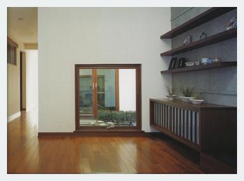 玄関の地窓